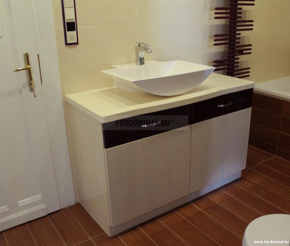 pultra ültetett mosdó